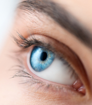 Supporting good habits for contact lens wearers