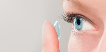 The ex-vivo drug amount of an antihistamine releasing contact lens